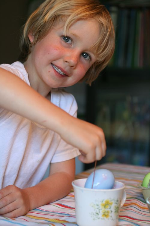April 2012, coloring eggs 039